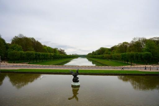 宮殿の北側から運河を望む